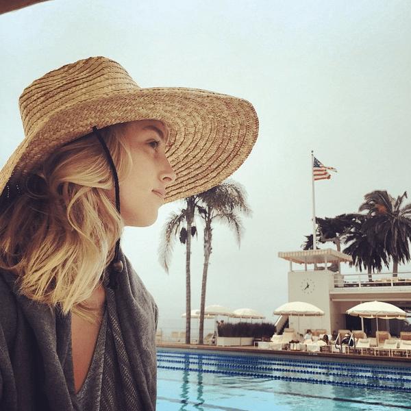 Фото №20 - Звездный Instagram: Отвисаем у бассейна