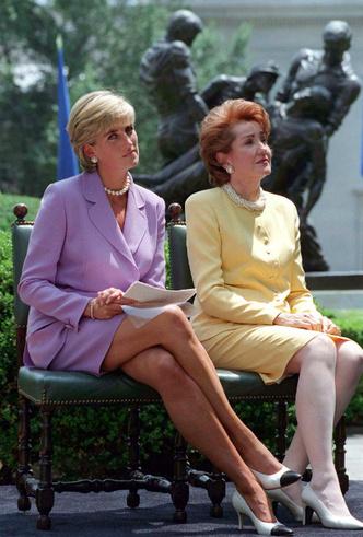 Фото №2 - Жизнь после дворца: как Гарри и Меган повторяют «карьеру» Дианы (и почему это плохо)