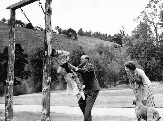 Фото №6 - Самые милые фотографии королевских отцов с детьми
