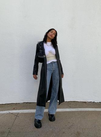 Фото №2 - Тренд: смотри, с чем носить широкие джинсы в 2021