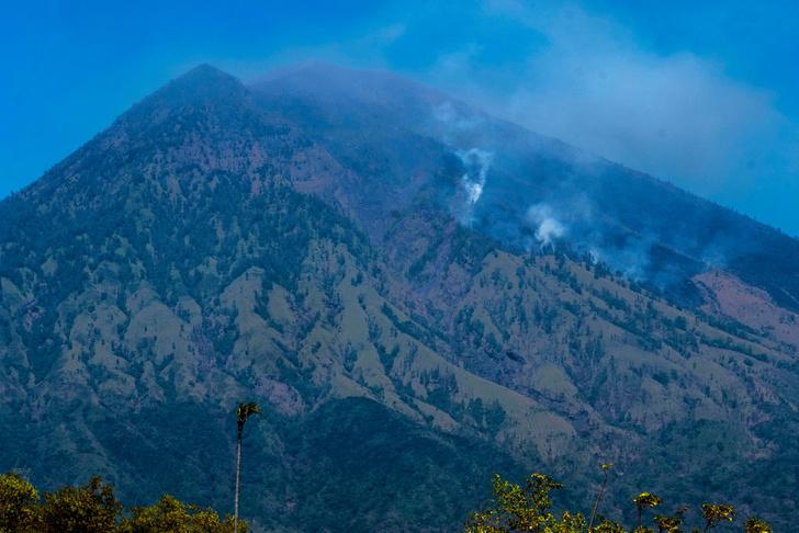 Фото №1 - На Бали объявлена эвакуация из-за угрозы извержения вулкана