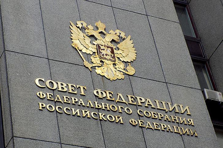 Фото №1 - Закон о наказании чиновников за оскорбление граждан прошёл через Совет Федерации