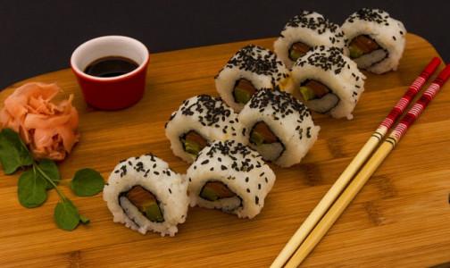 Фото №1 - Ученые рассказали о главной опасности для любителей суши - соевом соусе