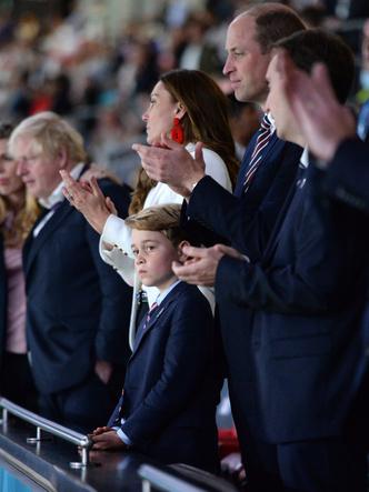 Фото №2 - Самый грустный принц в мире: новое фото Джорджа Кембриджского стало вирусным
