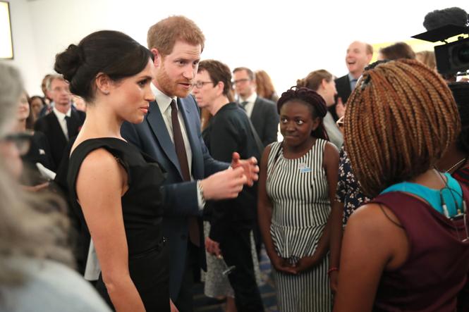 Фото №7 - Меган Маркл и принц Гарри посетили прием, посвященный правам женщин