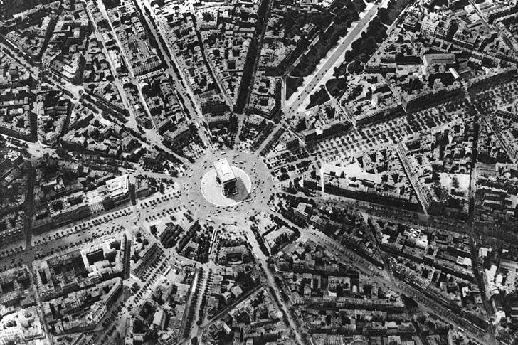 Фото №5 - Всё, что вы не знали о: станции-призраки, почти полмиллиона деревьев и еще 18 фактов о Париже