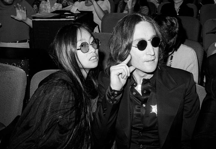 Фото №1 - В Нью-Йорке продается бывший пентхаус Джона Леннона