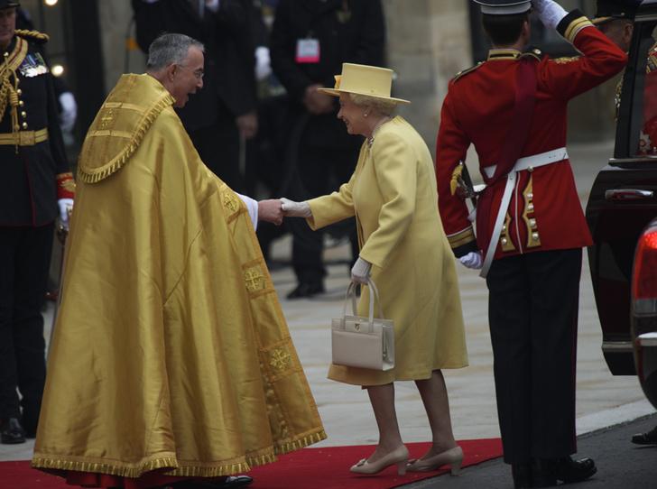 Фото №19 - Свадебный королевский этикет: что можно и чего нельзя делать на бракосочетании Гарри и Меган