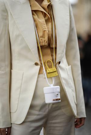Фото №3 - Объем имеет значение: с чем носить оверсайз-сумки (и где искать самые модные)