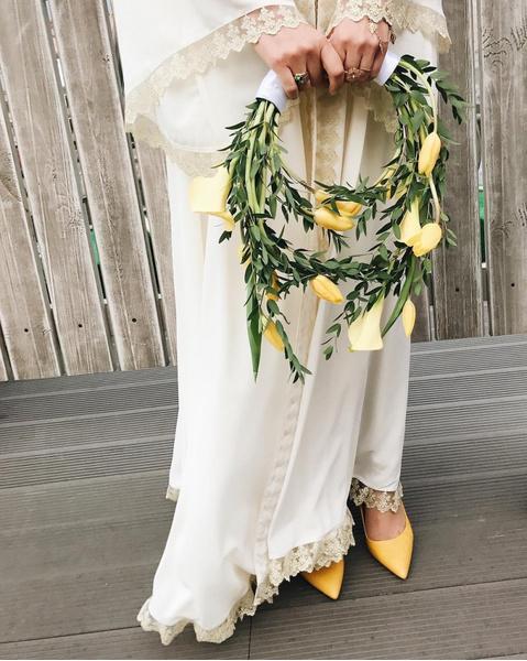 Фото №7 - Бросать или не бросать: топ-9 стильных свадебных букетов, которые вам захочется оставить себе