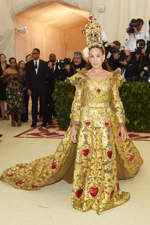 Сара Джессика Паркер в Dolce & Gabbana Alta Moda на Met Gala 2018