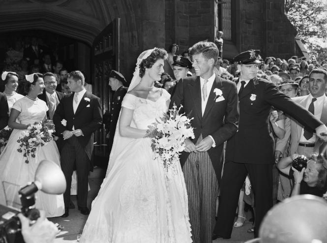 Фото №2 - Семейная реликвия: неизвестная история фаты Жаклин Кеннеди