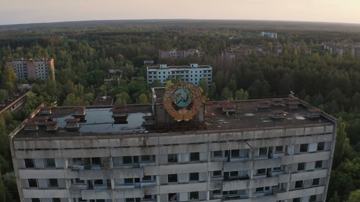Фото №1 - Видео американского блогера о том, как строились дома в СССР, набрало 4 тысячи комментариев
