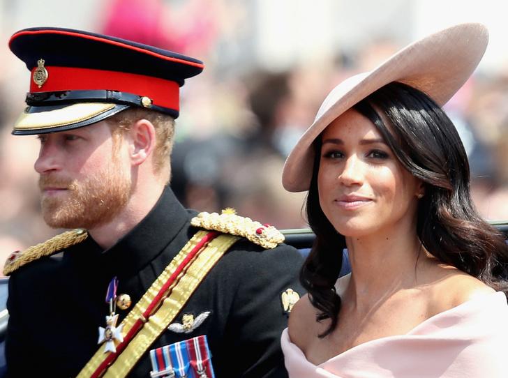 Фото №1 - Как оскорбить Королеву и всю Британию: наглядная инструкция от Сассекских