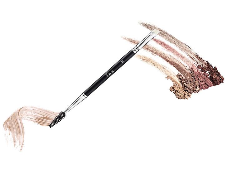 Фото №7 - 6 кистей для макияжа, которые должны быть у каждой девушки