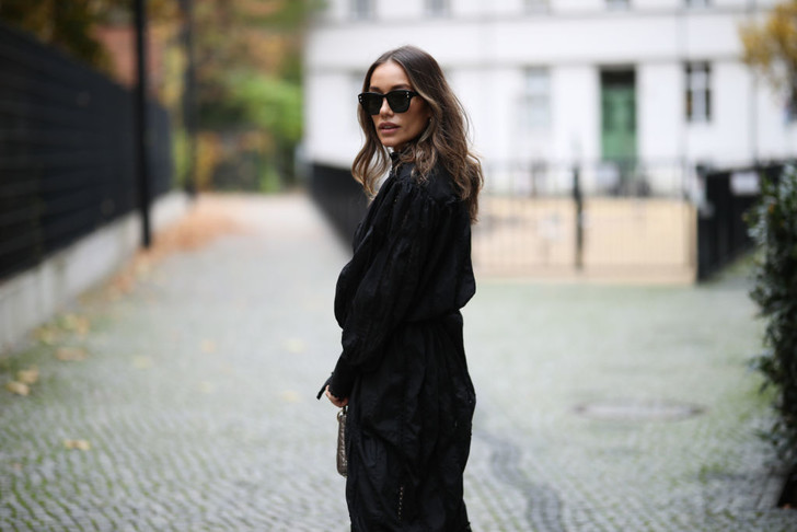 Фото №1 - Сплошная готика: как носить черный цвет этой зимой
