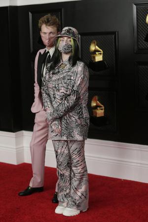 Фото №11 - Лучшие образы знаменитостей с церемонии вручения Грэмми 2021 ✨