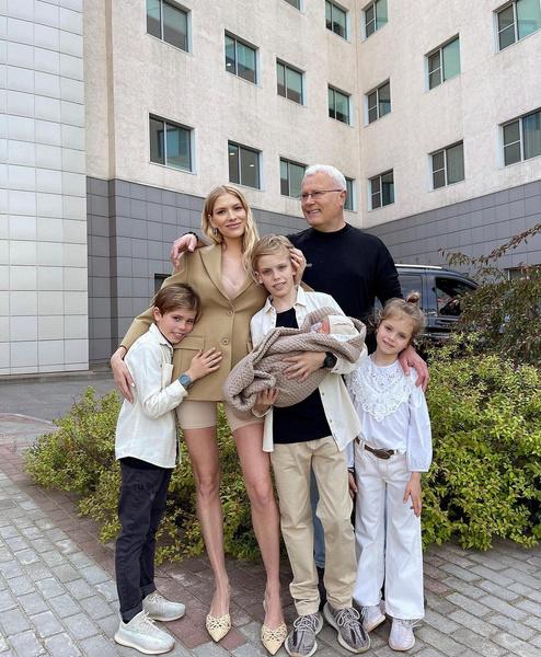 Елена Перминова родила четвертого ребенка