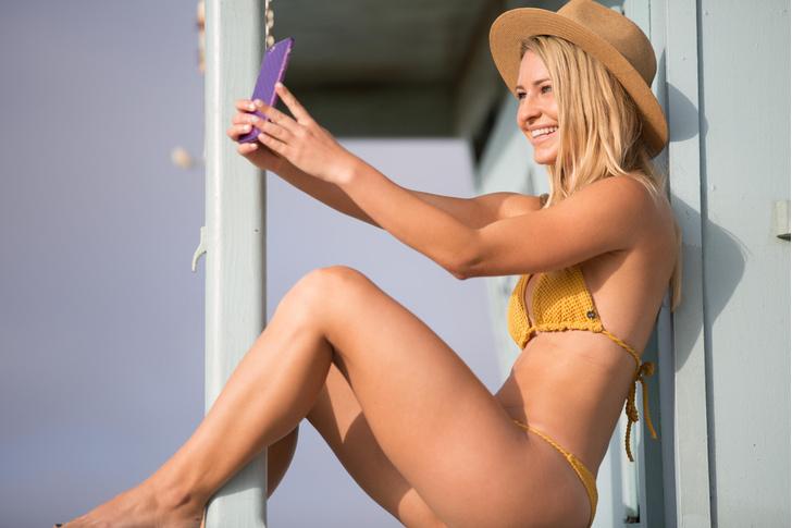 Фото №1 - Ученые объяснили, почему женщины публикуют откровенные снимки в соцсетях