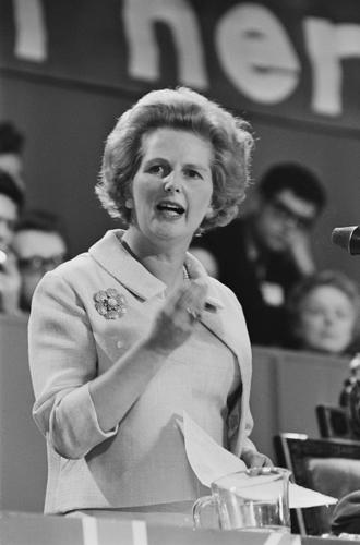 Фото №11 - «Дипломатия сумочки»: женщины в большой политике