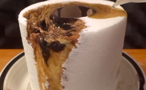 Фото №1 - Что будет, если облить рулон туалетной бумаги серной кислотой (видео)