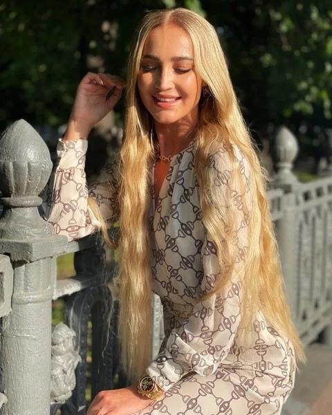 Фото №2 - 50 оттенков Бузовой: в какие цвета Оля красила волосы и какие ей правда идут