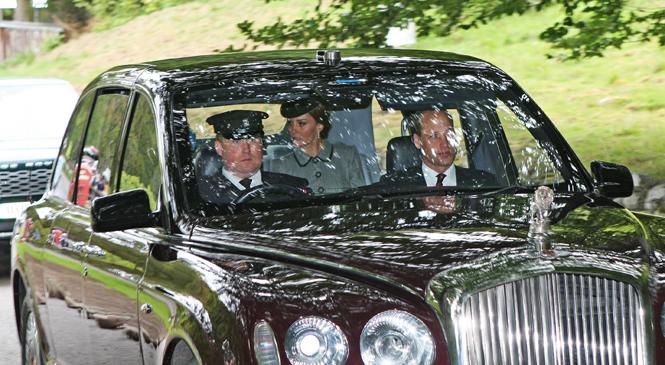 Фото №4 - Как герцогиня Кейт проводит время с королевой в Балморале