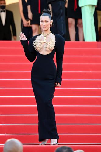 Фото №3 - Хадид с обнаженной грудью и Хилл в «нарисованном» платье: самые сексуальные образы звезд на Каннском кинофестивале