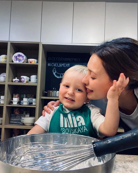 Фото №1 - 2-хлетний сын Тодоренко и Топалова поет для бабушки: видео
