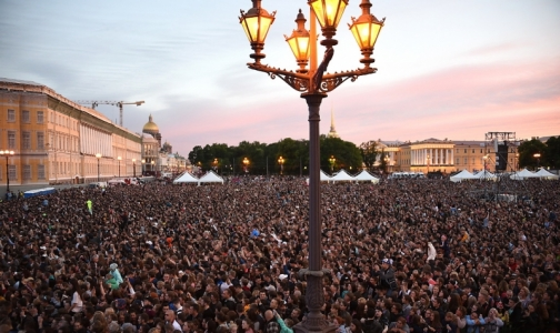 Фото №1 - За год население Петербурга прибавило, России - потеряло