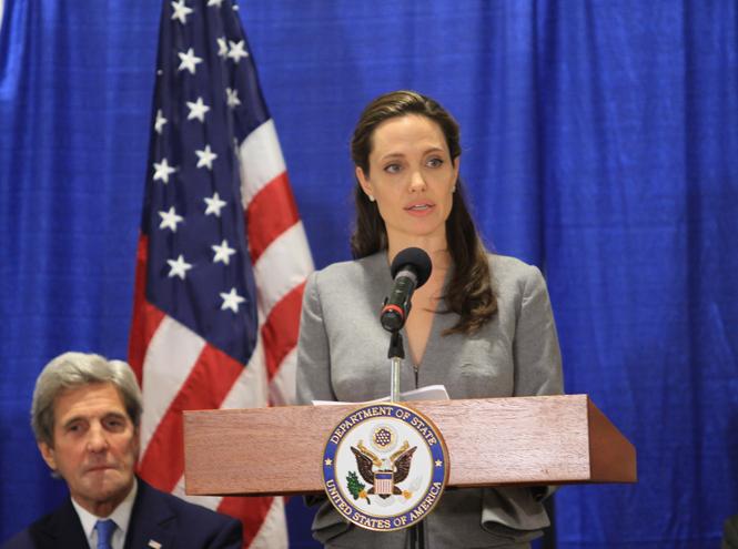 Фото №15 - 6 навязчивых идей Анджелины Джоли, разрушивших ее брак