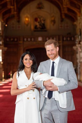 Фото №3 - Меган и принц Гарри показали малыша и рассекретили его имя