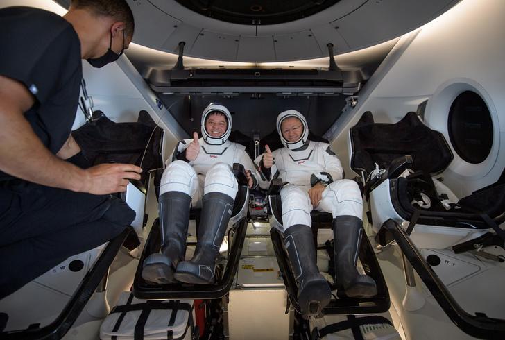 Фото №1 - SpaceX Crew Dragon вернулся на Землю с астронавтами. Все живы-здоровы
