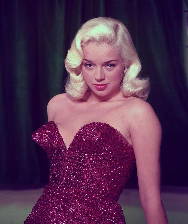 Фото №4 - Не только Мэрилин Монро: еще шесть шикарных блондинок 1950-х