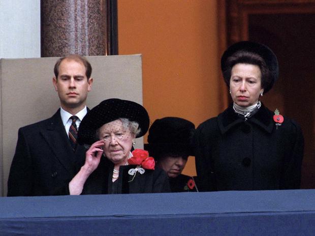 Фото №2 - Трагическое совпадение: почему королеве-матери пришлось увидеть «свои собственные похороны»