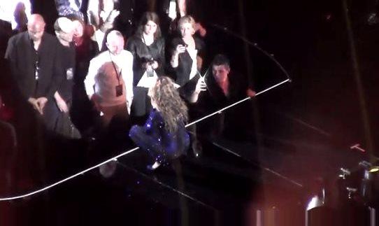 Бейонсе преклонила колени перед принцессой Евгенией на концерте в Лондоне