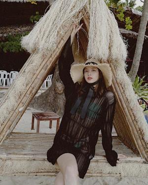 Фото №3 - С чем сочетать шляпу и панаму: разбираем летние образы Лисы из BLACKPINK