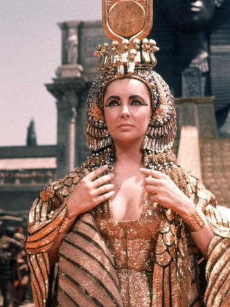 Фото №1 - Главное— пиар: Клеопатра и еще 10 дурнушек истории, которых все считают красавицами