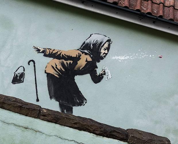 Фото №1 - Бэнкси нарисовал новое ироничное граффити на тему пандемии