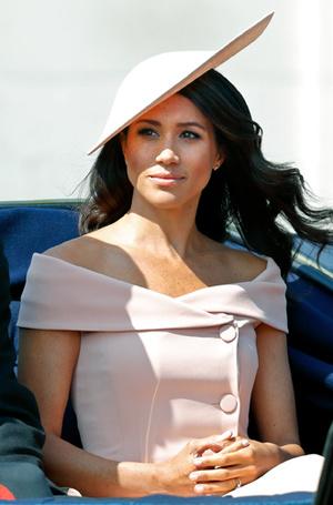 Фото №7 - Почему герцогиня Меган внезапно увлеклась розовым и бежевым