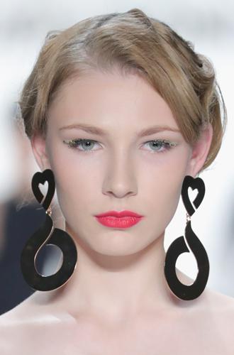 Фото №23 - New pink: 5 трендов «розового» макияжа, которые хочется повторить