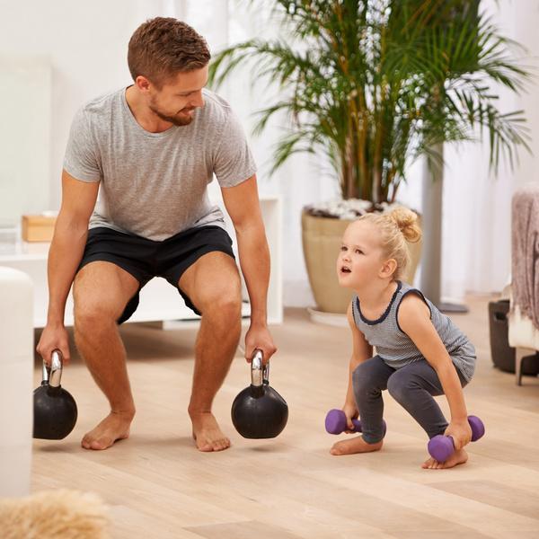 Фото №2 - Не навреди: когда можно ставить ребенка на коньки