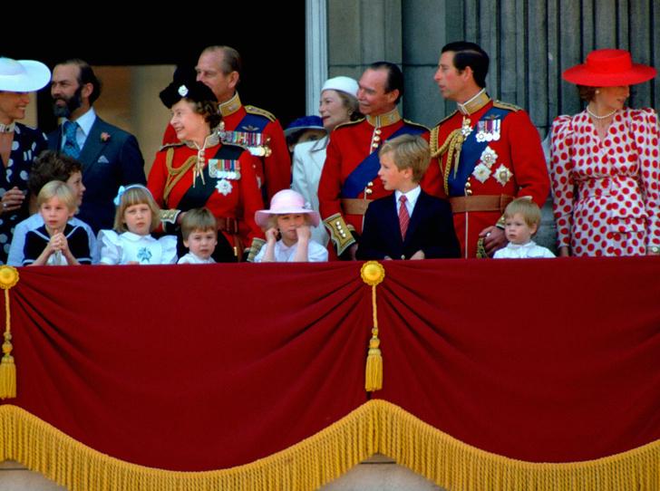 Фото №12 - От Дианы до Кейт Миддлтон: самые яркие «балконные» кадры Trooping The Colour