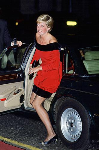 Фото №57 - 60 красных нарядов: как принцесса Диана носила любимый цвет
