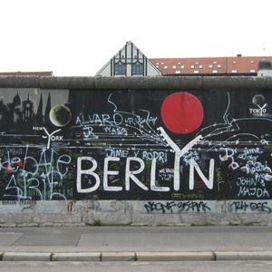 Фото №1 - Берлинскую стену распишут заново