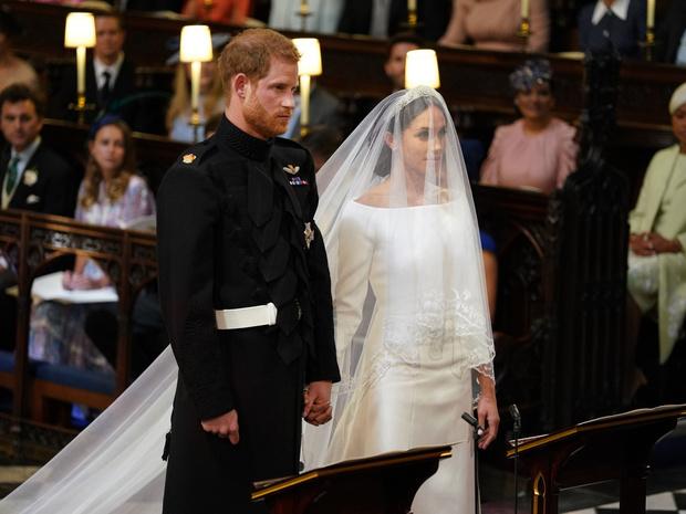 Фото №2 - Отверженные: почему принц Гарри не пригласил близких подруг на свою свадьбу