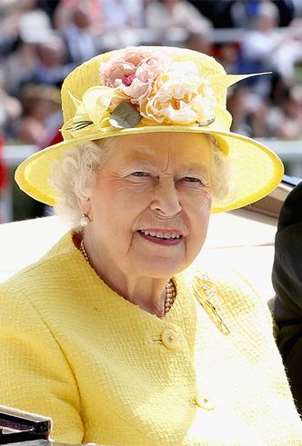 Фото №10 - Делайте ставки, господа: шляпки Королевы на Royal Ascot