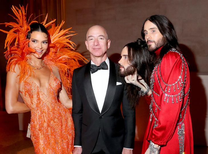 Фото №2 - Первый триллионер в истории: как и сколько самый богатый человек мира заработал на пандемии