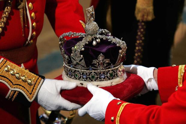 Фото №4 - Почему у короны Британской империи есть личный автомобиль и еще несколько фактов о главной королевской регалии