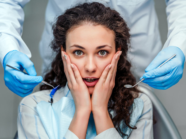 Фото №1 - Почему мы боимся врачей, и что с этим делать: советы психолога